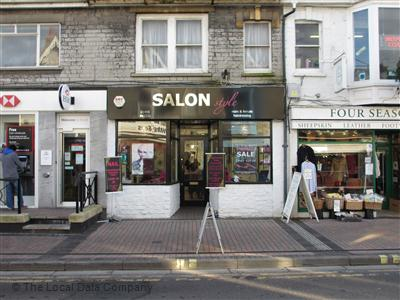 Hairdressers in Street & Hair Salons